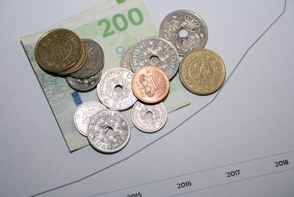 COLOURBOX7572293 Penge og graf