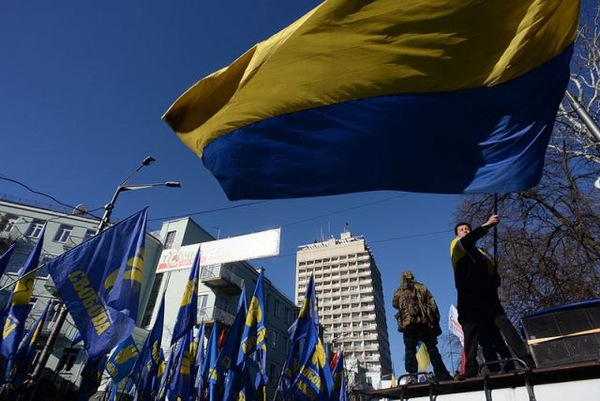 Proteser waving state flag of Ukraine expressing his support  Clashes in Kyiv  Ukraine  Events of February 18  2014