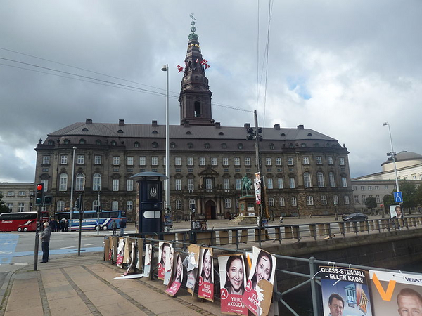 800px Christiansborg and election posters